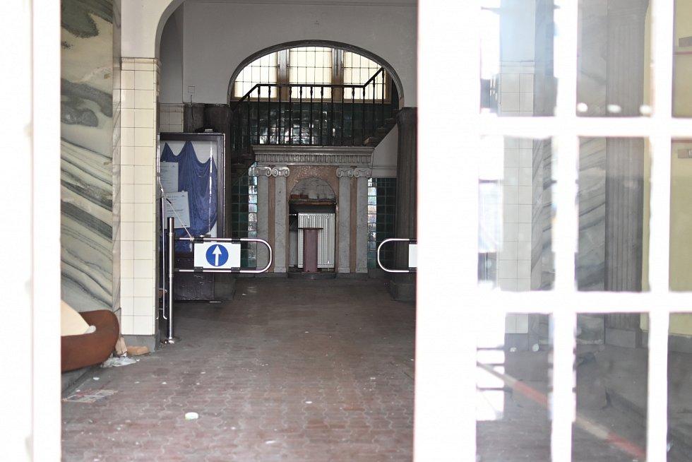 Nevzhledné objekty v Žukově ulici ve Střekově.