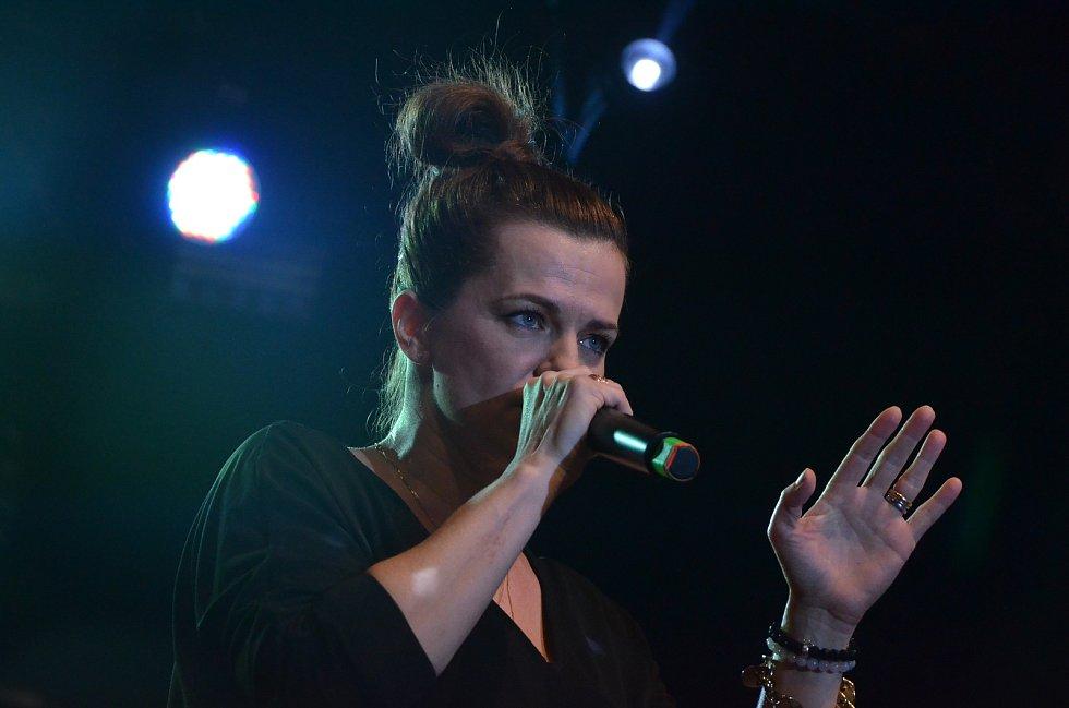 Marta Jandová bavila už v únoru 2017 v Ústí nad Labem Ples severočeských patriotů.