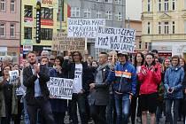 V Ústí nad Labem demonstrovaly proti Babišovi a spol. dvě stovky lidí.