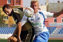 Fotbalista Filip Novotný (vpravo) přestupuje do Jihlavy.