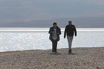 Na pláž u Milady se mohou dnes podívat lidé, jako jsou zástupci radnic, jen s povolením Palivového kombinátu.