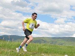 Krosový závod kolem Jedlové hory.