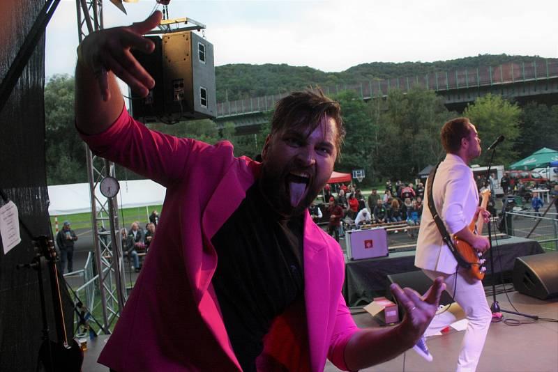 V sobotu. 18. 9. proběhl 7. ročník Fondyfestu. Do Koštova si i přes velmi nabitý program na severu Čech našlo cestu přes 200 fandů dobré hudby, aby viděli vystoupení kapel Fridrich&Fridrich, Black Sabáka, Jokers, F.A.King, IDIO&IDIO a Zakázaný ovoce