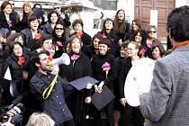 Popisek: Ve italské Florencii tvořilo sbor nářků 52 občanů a jeden pes.