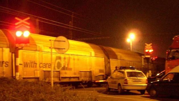 Železniční přejezd byl zhruba dvě hodiny uzavřen