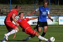 Ve třetím kole druhé fotbalové ligy se utkali fotbalisté ústecké Army (v červeném) s celkem Táborska a na jihu Čech podlehli 1:3.