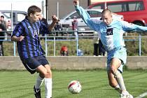 Fotbalisté Chuderova (tmavě modří) remizovali doma se Svádovem 3:3.