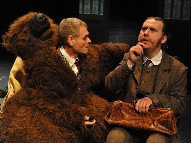 Fotografie z představení Prokletí rodu Baskervillů aneb Pozor, zlý pes!