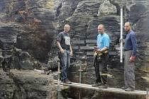Ve skalách mimo chráněnou krajinnou oblast vzniká památník horolezců. Odhalí jej v září.