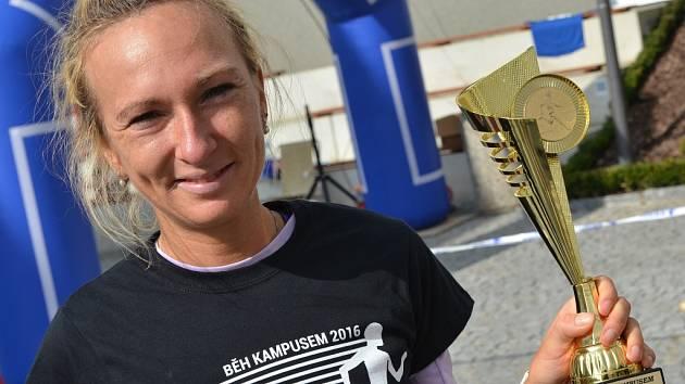 Druhý ročník Běhu kampusem. Eva Vrabcová Nývltová.