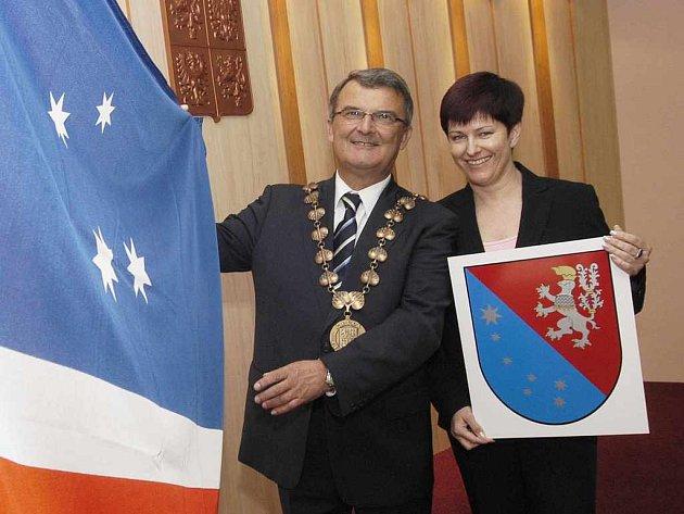 Jiří Brodský a Marcela Mertinová s novými symboly Severní Terasy