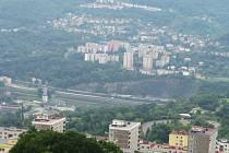 Výhled z Erbenovy vyhlídky  na část Dobětic, Střekov a Krásné Březno.