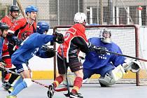OHBL Ústí n/L 2019 - Hokejbalisté COMA Teamu (modří) udolali v pátém finálovém utkání Dragons (červení) 5:4 a získali do držení Pohár Leoše Raka.