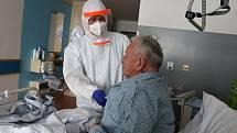 Vojáci pomáhají na covidových jednotkách v nemocnicích Krajské zdravotní