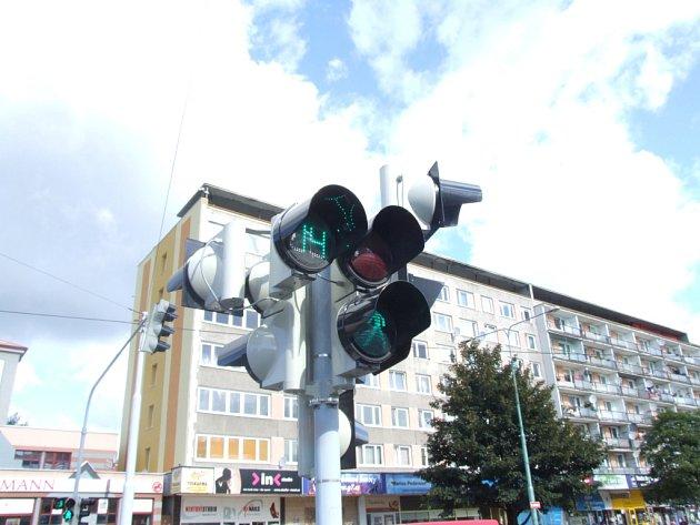 Odčítací zařízení signálu časů na semaforech mají v Mostě jako první v České republice.
