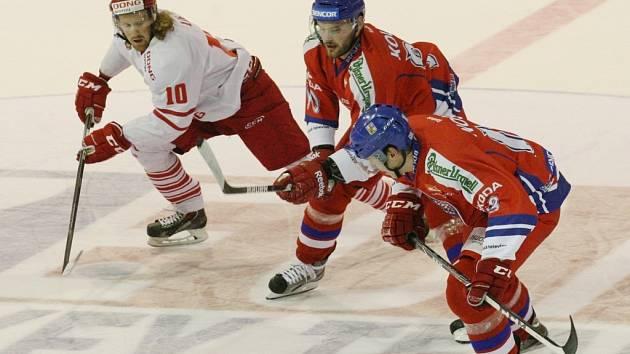 Český národní tým (v červeném) porazil při premiéře trenéra Vladimíra Růžičky Dánsko 4:0.