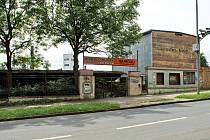 Bývalé Divadlo hudby změnilo několikrát majitele a dnes je nevzhlednou ruinou.