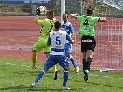 Fotbalisté Ústí doma jen remizovali s posledním Varnsdorfem (žlutí).
