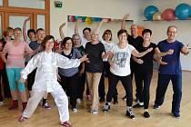 """Účastníci kurzu """"Čínská cvičení pro zdraví – Tai chi pro pokročilé"""""""