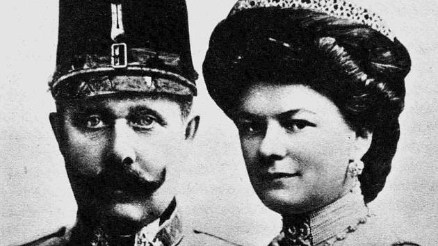 František Ferdinand d'Este s manželkou Žofií rozenou Chotkovou, jejichž smrt rozpoutala I. světovou válku.