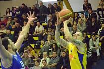 Sluneta Ústí - USK Praha 78:66.