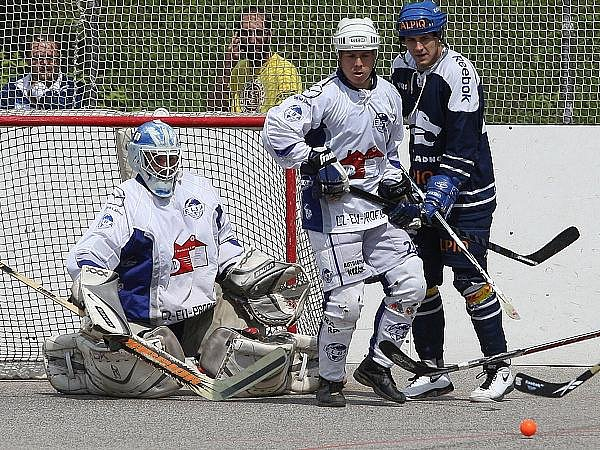 Ústečtí hokejbalisté vstoupí v neděli do nového ročníku extraligy.