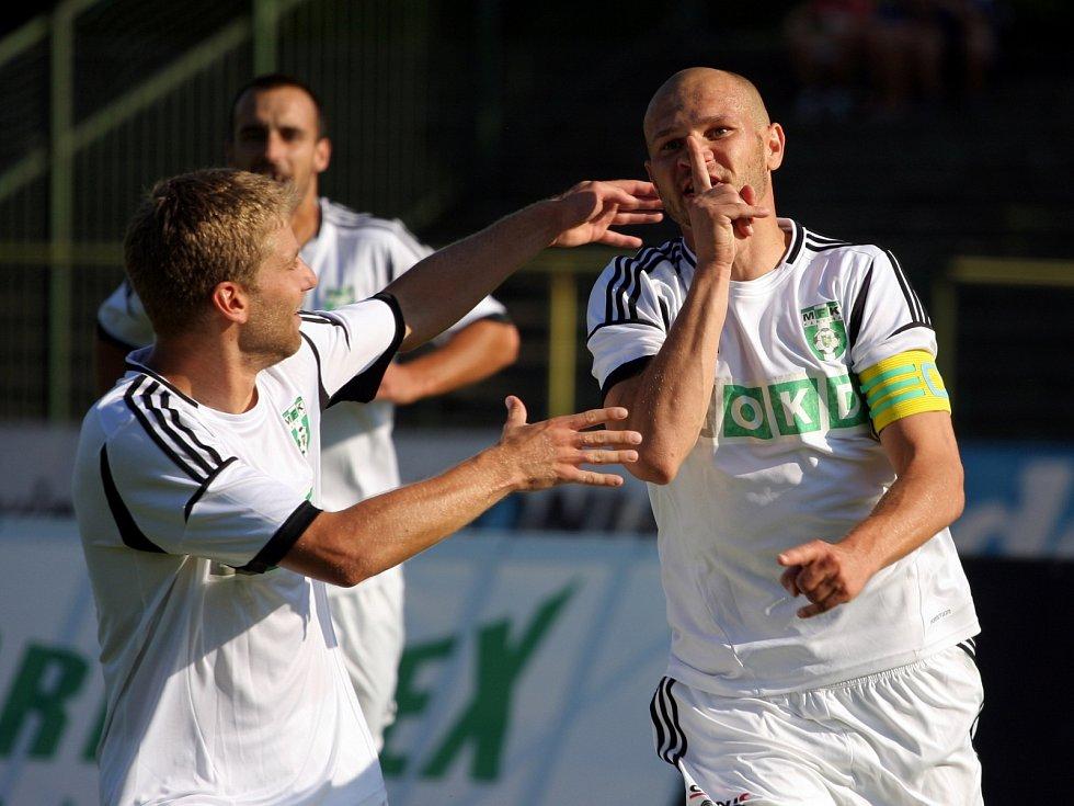 Fotbalisté Ústí (červení) utrpěli v Karviné výprask 1:6.