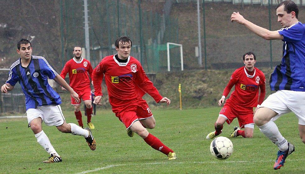 Fotbalisté Neštěmic (červení) doma porazili Bílinu 3:2 po penaltách.