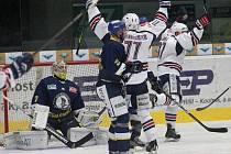 V doposud posledním vzájemném utkání prohráli ústečtí hokejisté na ledě Chomutova 4:6.