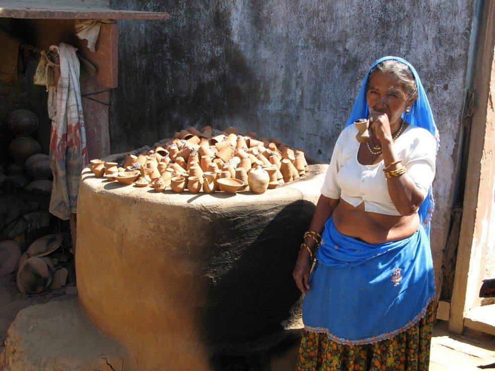 Fotografie je z cesty po Indii, kde jsme ve vesnici Abhanérí navštívili místního hrnčíře a jeho ženu, okomentovala svůj příspěvek do soutěže Markéta Píchová z Děčína.
