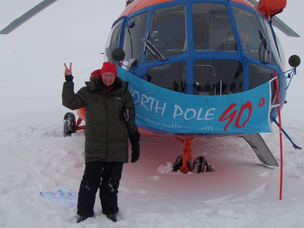 """""""Fotka je ze severního pólu. Krome sněhu a ledu tu nic není, nejfotografovanější je proto vrtulník, který nás sem dopravil z výzkumné ruské stanice Barneo,"""" napsala Ivana Pilařová z Liberce."""