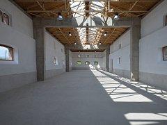 Z bývalé konírny vznikl výstavní prostor.