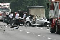 Tragická dopravní nehoda zablokovala hlavní silniční tah z Ústí nad Labem na Děčín.