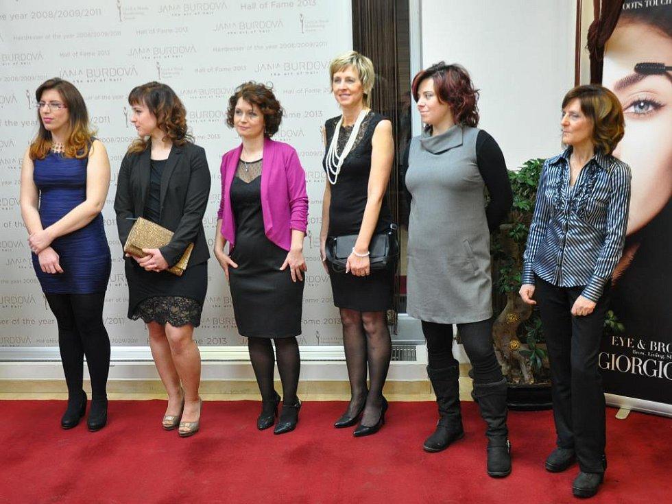 Zleva Lenka Potůčková, Tereza Šmídová, Ivona Nováková, Helena Olexová, Zuzana Gabrielová a Jaroslava Prokešová.
