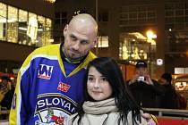 Hokejisté HC Slovan na kluzišti u OC Forum.