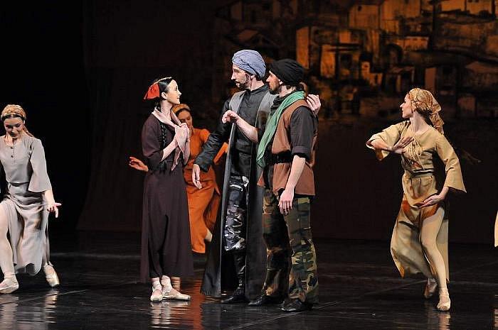 Na pomezí baletu a tanečního divadla balancuje nastudování Gajané od Arama Chačaturjana v podání Severočeského divadla opery a baletu v Ústí nad Labem.