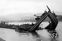 18. května 1945 se nedalo počítat s velkým využitím Labe k lodní dopravě. Mezi Hamburkem a československou hranicí bylo 23 zničených a poškozených mostů. V samotném Ústí bylo v přístavu potopeno bombardováním několik plavidel.
