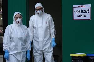 Odběrové místo pro odebírání vzorku na koronavirus u Masarykovy nemocnice v Ústí nad Labem