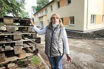 Jana Hlinovská si na stavbě domova pro seniory ve Varvažově zlomila nohu a ani nedostala výplatu.