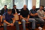 Násilníci u ústeckého krajského soudu.