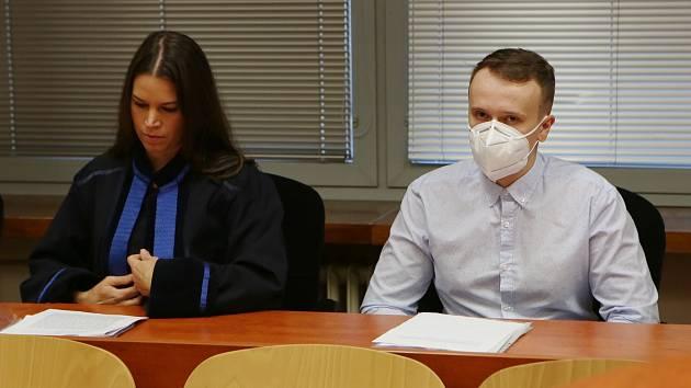 Krajský soud v Ústí nad Labem začal projednávat případ Jana H. obžalovaného z ublížení na zdraví s následkem smrti