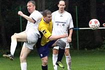Fotbalisté Přestanova B (bílí) remizovali s Malým Březnem 1:1.