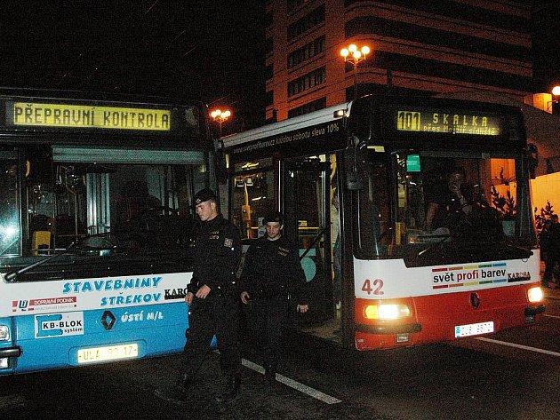 Dopravní podnik provedl velkou noční kontrolní akci platební morálky cestujících.