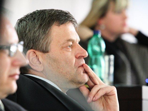 Arno Fišera.