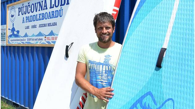 Petr Snopek a jeho paddleboard.