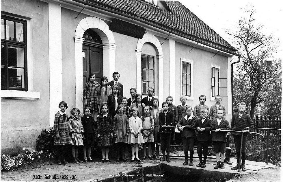 Studený, školní rok 1923 - 30 s učitelem W. Heinrichem a A. Kleimpeterem.