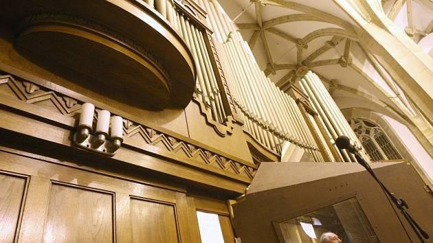 Pneumatické varhany v kostele Nanebevzetí Panny Marie pochází ze třicátých let minulého století. Potřebují nutně opravit.