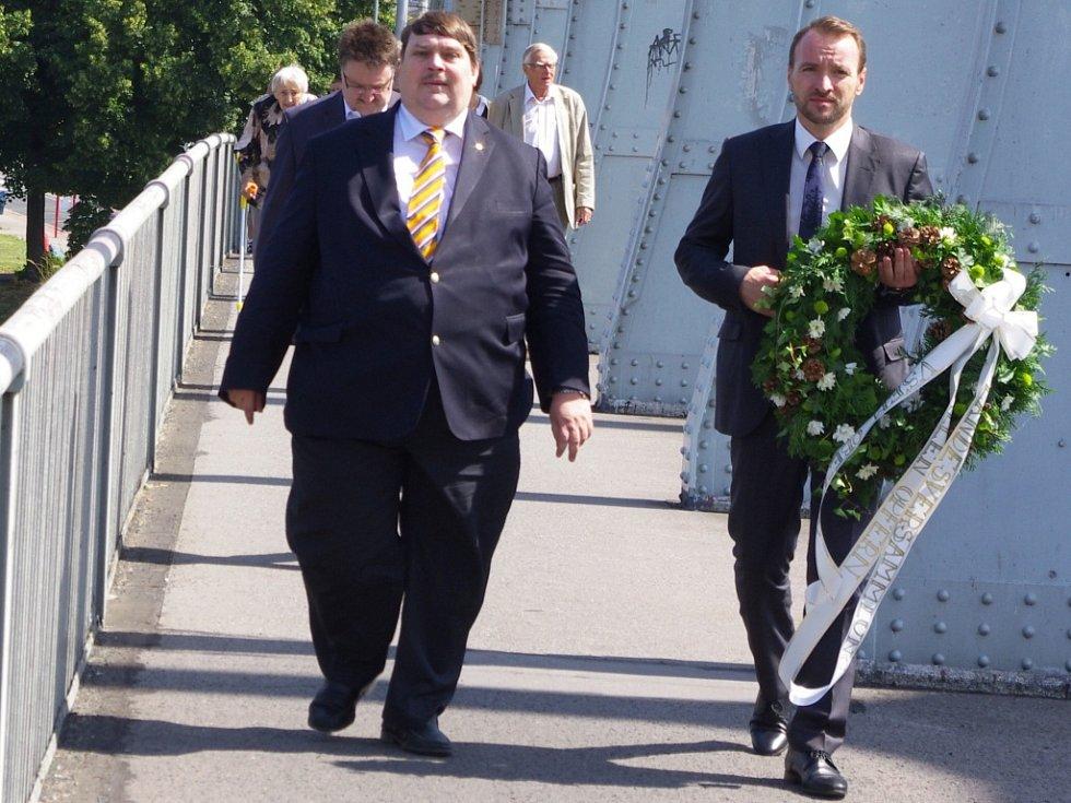 Památku obětí tragických událostí z 31. července 1945 uctili Ústečané na dvou místech.