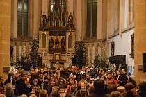 Jatečka oslaví Vánoce zpěvem a sportem.