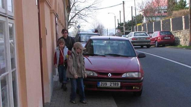 V Zubrnicích řeší problém s parkováním